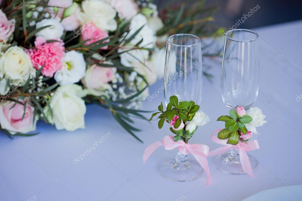 beautiful glasses of champagne and wine, wedding decor, celebration, close-up