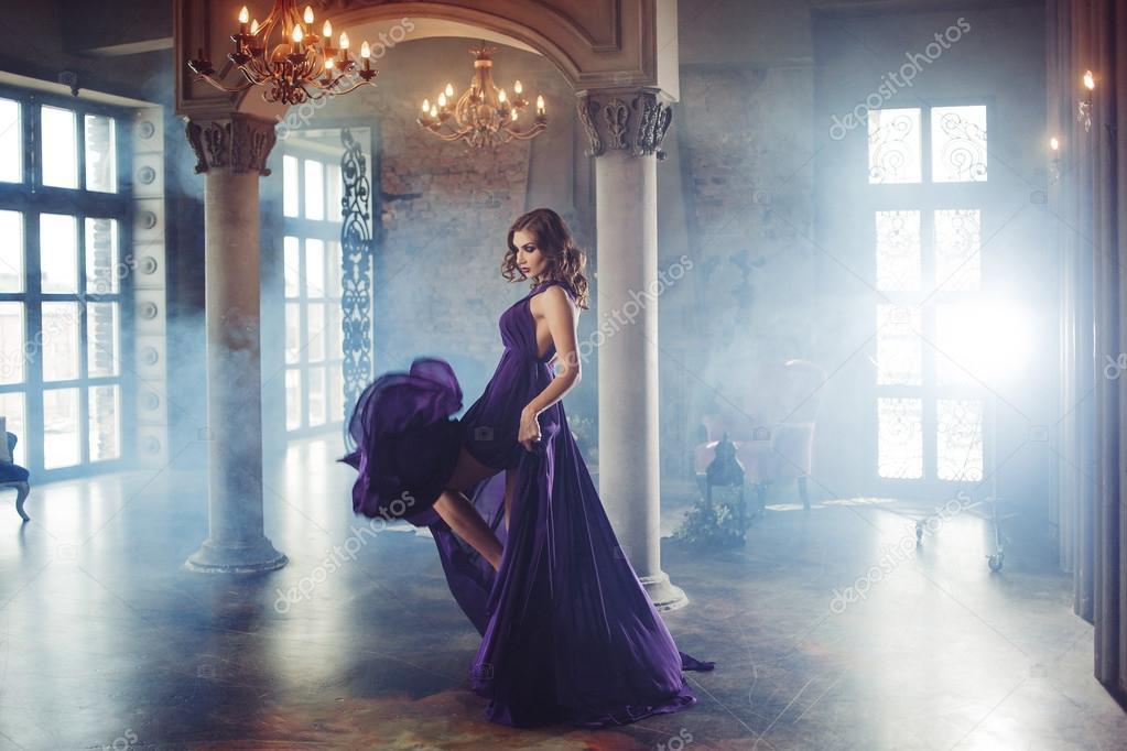 Belleza Morena Modelo Mujer Púrpura Vestido De Noche