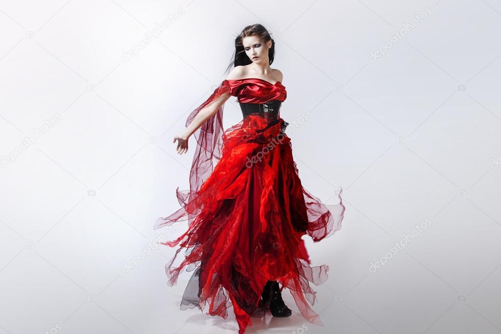 Como se llama la mujer de vestido rojo