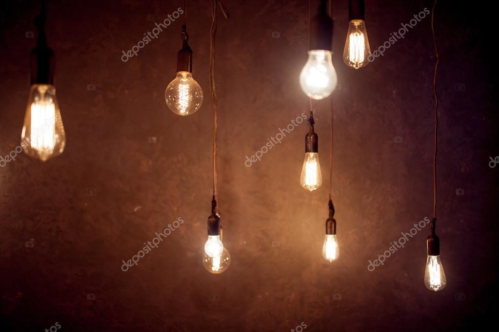 vintage verlichting inrichting veel opknoping van het plafond lampen stockfoto