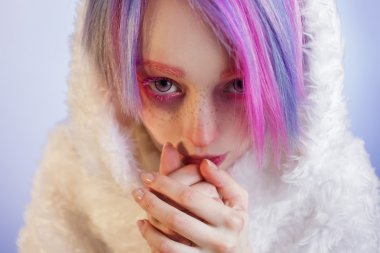 unusual girl with pink hair, feel cold and kuteesa in fur coat