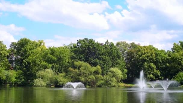 Fontány v rybníku