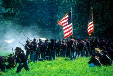 Union infantry line fires on advancing  Confederates