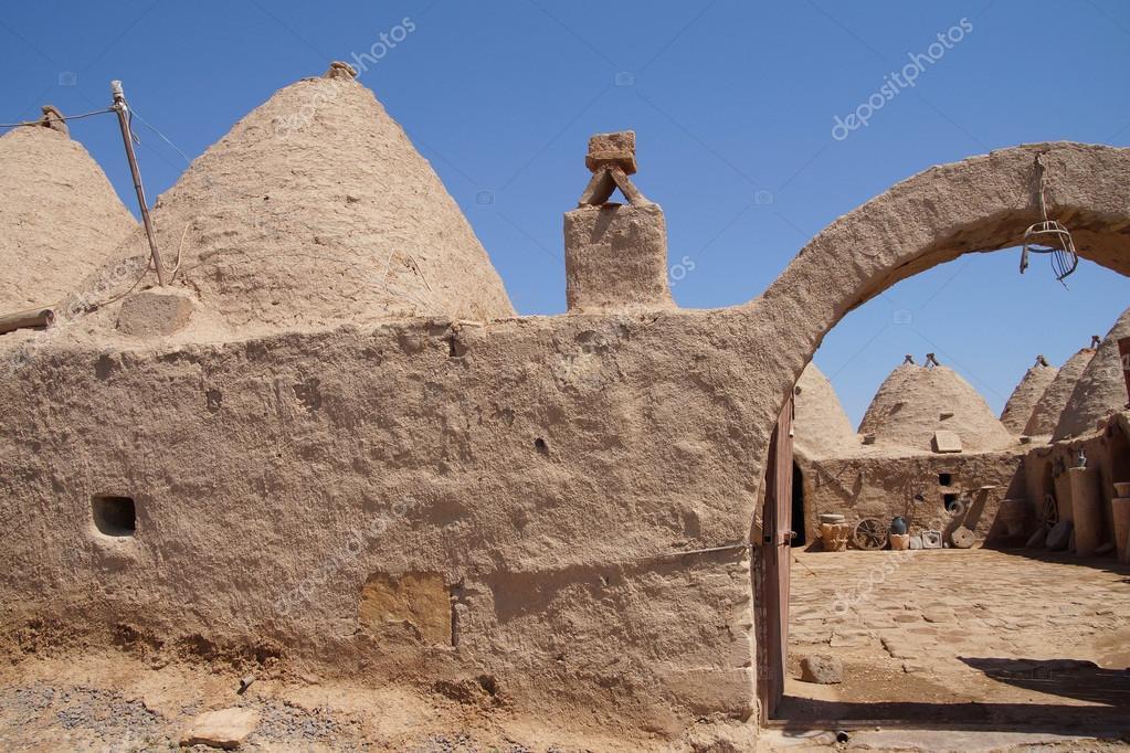 Case Di Mattoni Di Fango : Casa di mattoni di fango alveare u foto stock cascoly