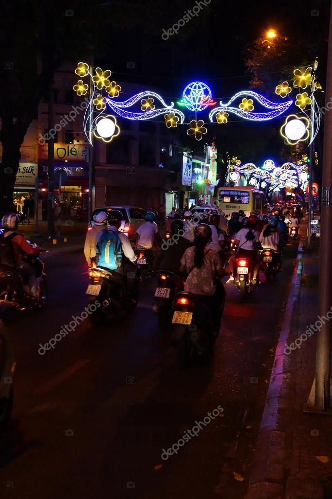 Motor scooters en verlichting voor Tet Lunar New Year — Stockfoto ...