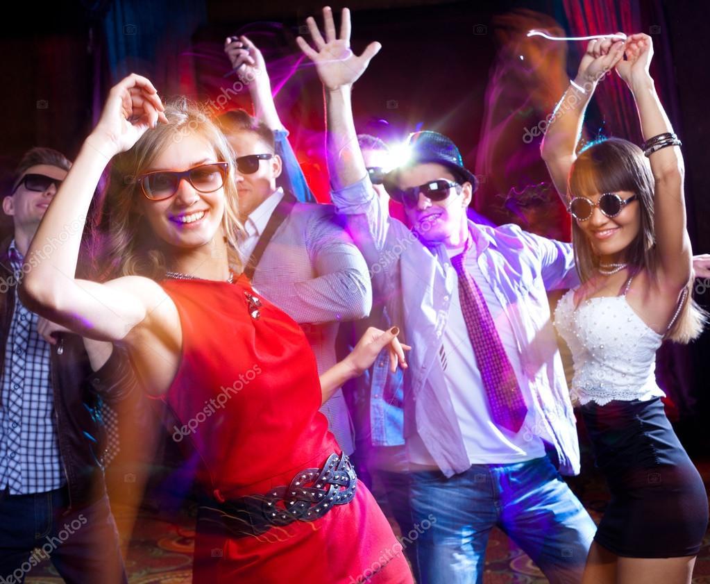 gente divertirse bailando — Foto de stock © yanlev #53710239