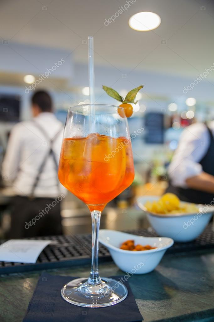 Berühmte italienische Getränk Spritz — Stockfoto © bepsimage #116851552