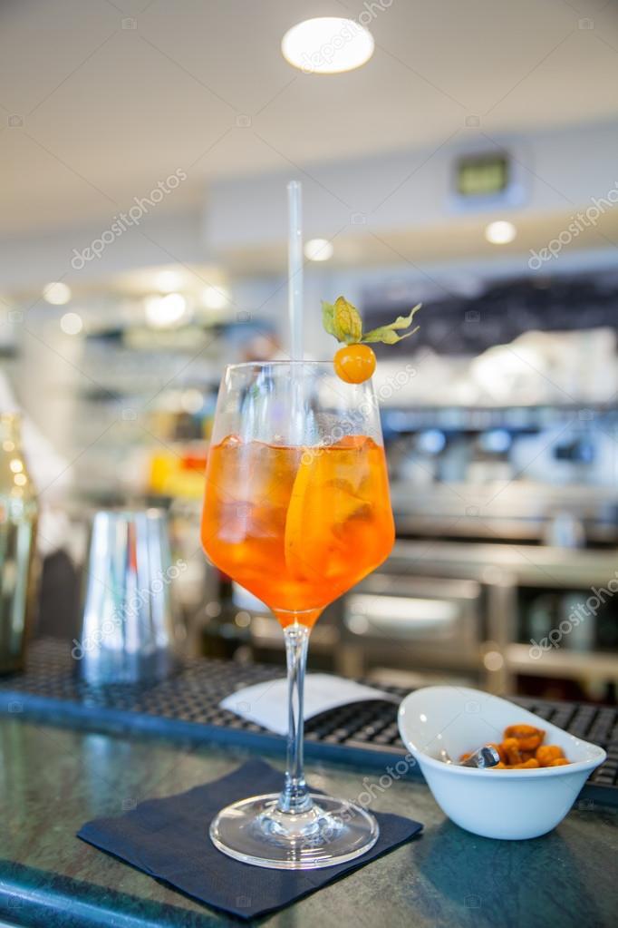 Berühmte italienische Getränk Spritz — Stockfoto © bepsimage #116852406