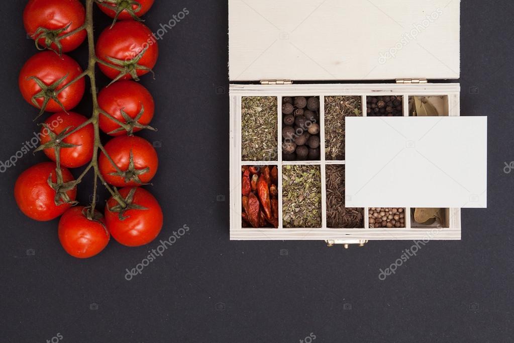 Bote Avec Pices Tomate Et Carte De Visite Photo