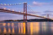 Červený most Lisabon