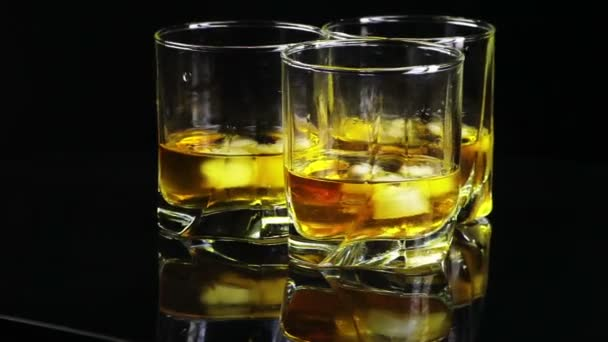 whisky se točí kolem (přední)
