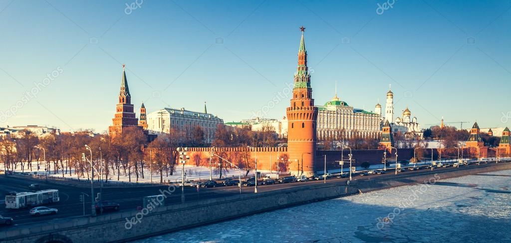 The Grand Kremlin Palace and Kremlin wall