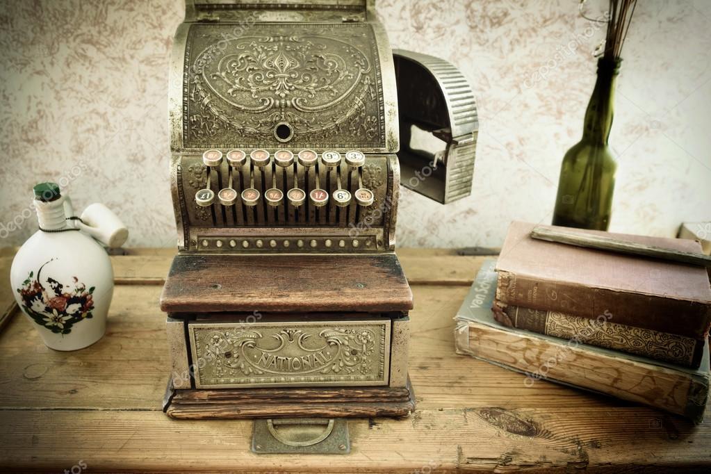 старинный кассовый аппарат стоковое редакционное фото