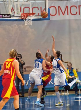 A. Petrakova (31) and I. Sokolovskaya (13) under the basket