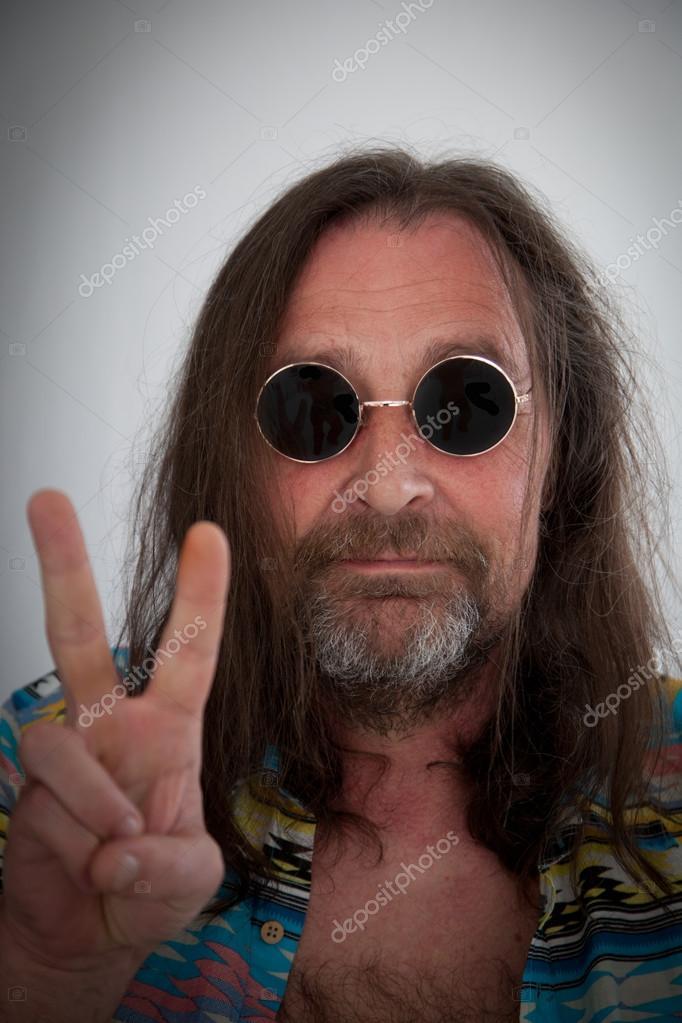 Männlichen Hippie Mit Langen Schulter Haare Machen Ein