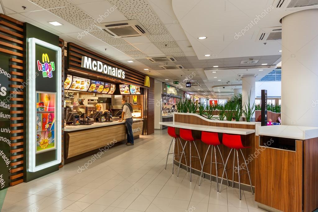 Restaurant mcdonald l 39 int rieur du centre commercial for Inside l interieur