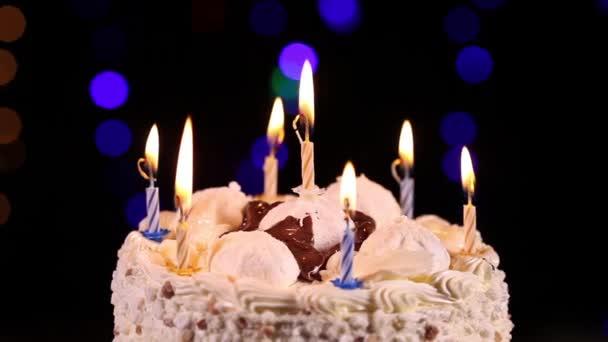 narozeninový dort s hořící svíčky