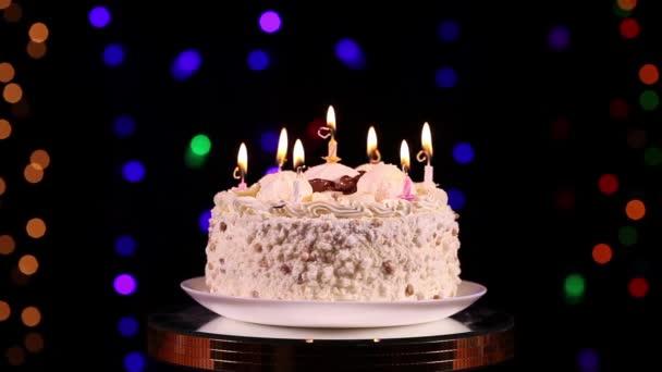 Foukání svíčky na narozeninový dort
