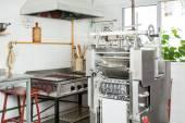 Ravioli těstoviny stroj v komerční kuchyně