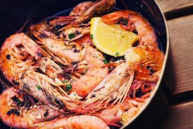 Fresh Adriatic shrimp served in buzara sauce (shallow dof)