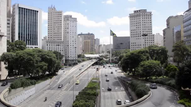 Provoz automobilů v avenue města Sao Paulo