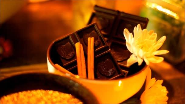 Wellness doplňky pro ošetření v salonu wellness se svíčkami