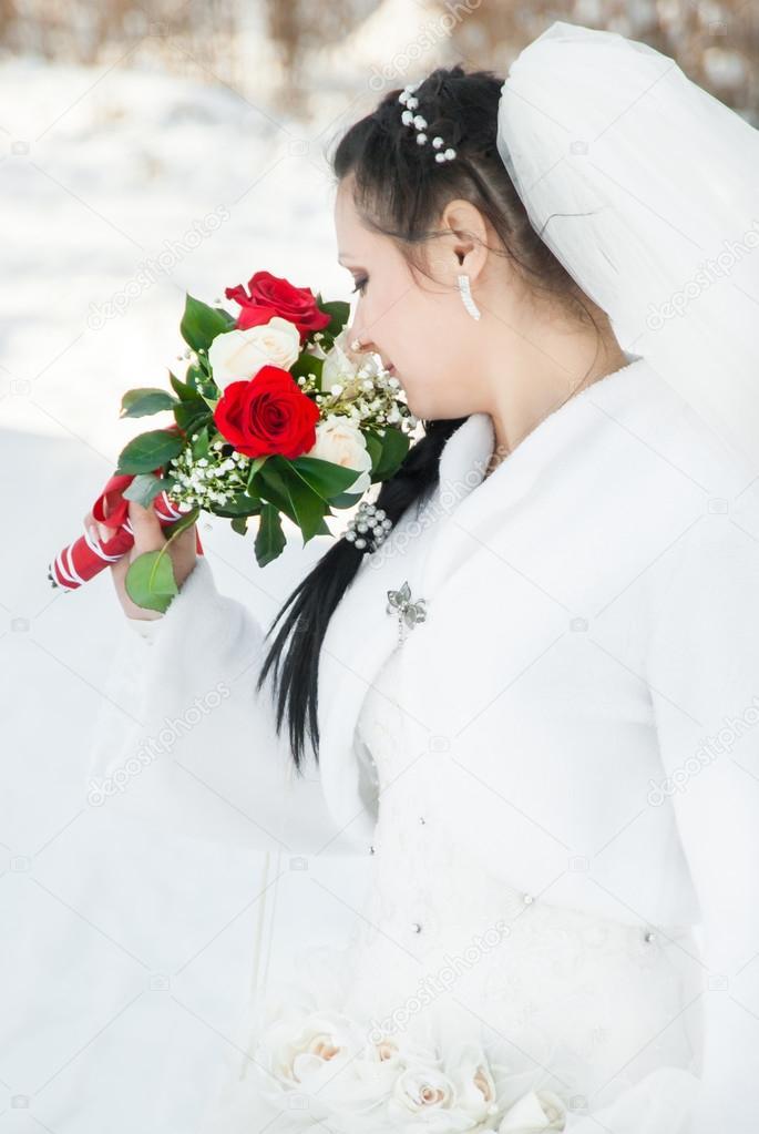 Hochzeitskleid und Blumen — Stockfoto © vpvhunter #67431015