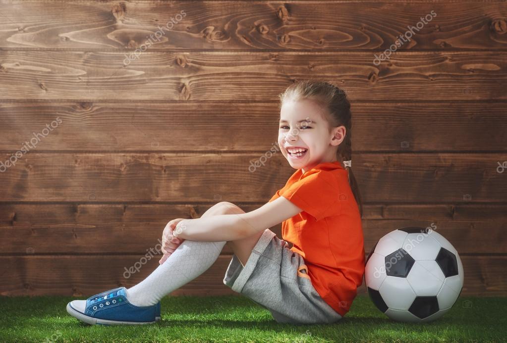 Fille joue au football photographie choreograph 112236694 - Fille joue au foot ...