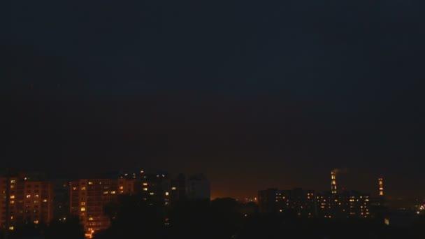 Éjszakai város felett vihar