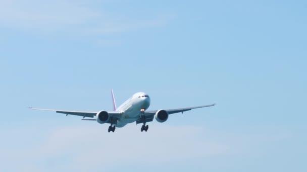 Boeing 777 landet auf Flughafen Phuket