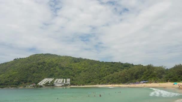 Krásná pláž. Časová osa tropické krajiny