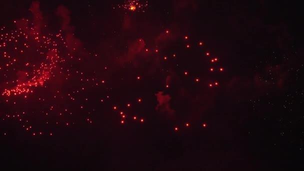 Velký slavnostní ohňostroj na obloze