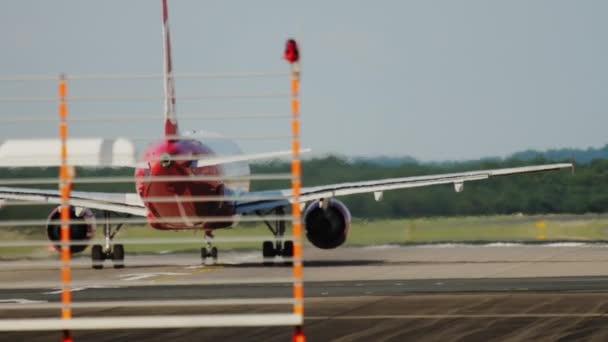 Flugzeug startklar, Rückansicht