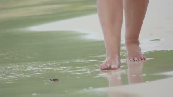 chůze na pláž