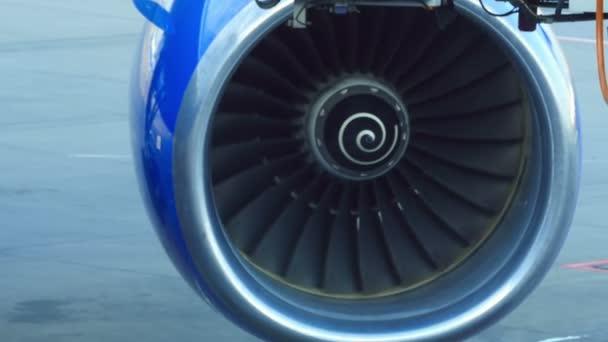 letadlo turbína