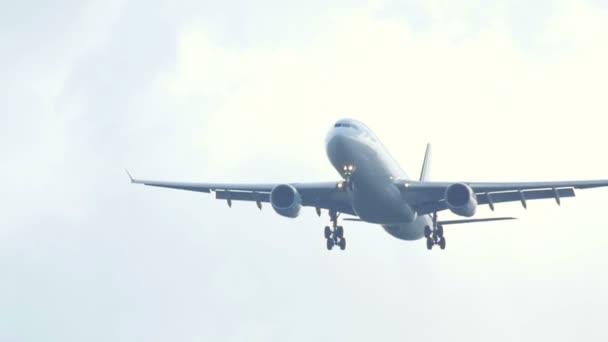Airbus 330 se blíží