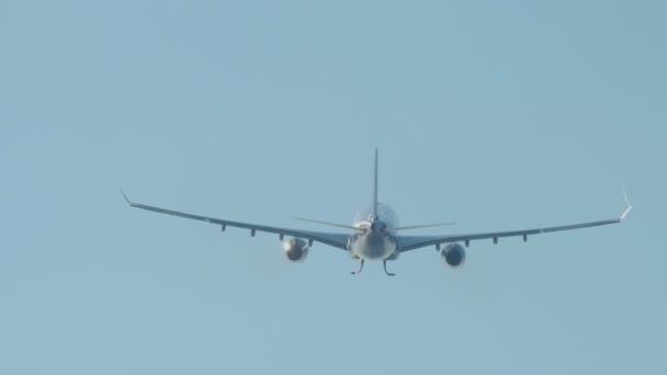 Flugzeug hebt vom Flughafen Phuket ab
