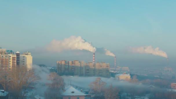 Kouř a mlha nad městem