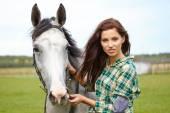 Fotografia Cavallo seguente della donna capelli lunghi