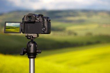 camera photographing Tuscany hills