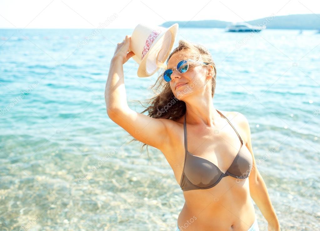 Фото горячих женщин на пляже