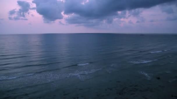 tropické moře na krásný západ slunce. přírodní pozadí.