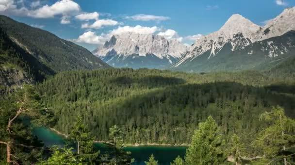 Hory Zugspitze s tekoucí mračna timelapse