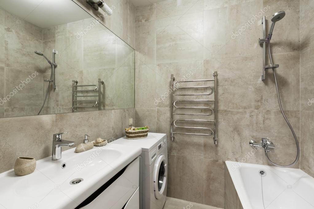Moderne badkamer inrichting in Scandinavische stijl — Stockfoto ...
