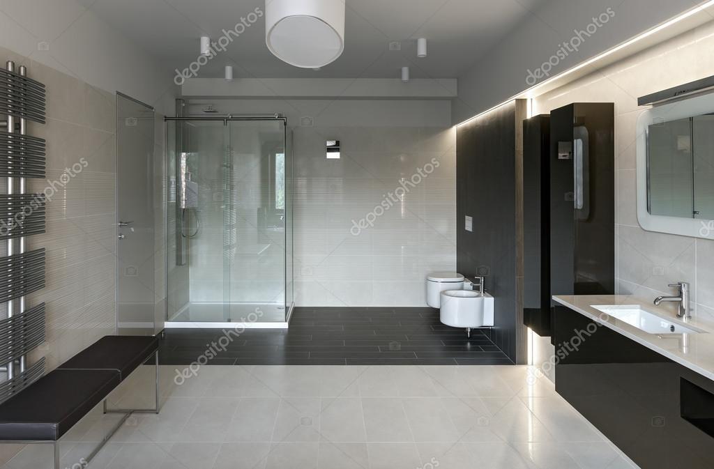Intérieur de salle de bain de luxe — Photographie YegorP ...