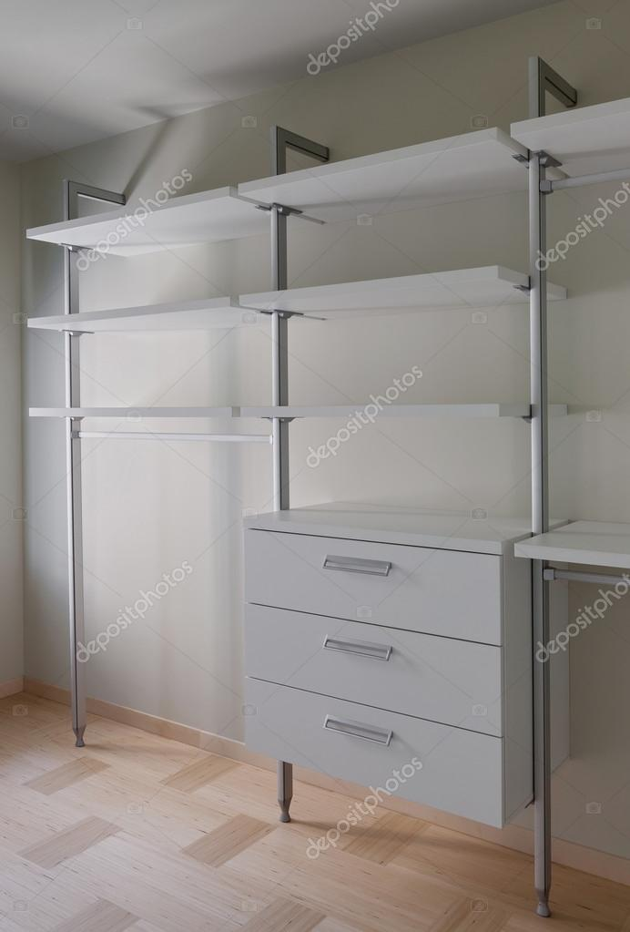 Intérieur de chambre moderne armoire vide — Photographie YegorP ...
