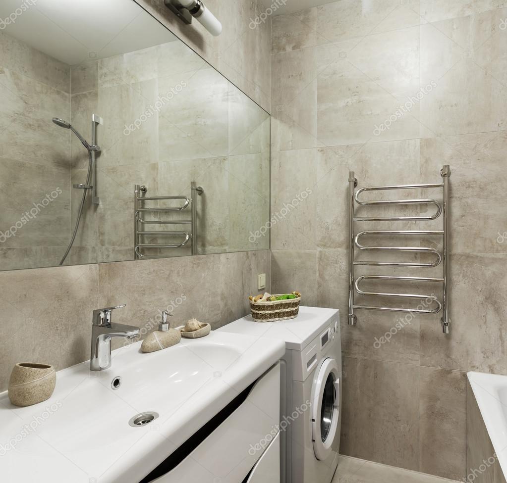 Badezimmer Interieur im skandinavischen Stil — Stockfoto © YegorP ...