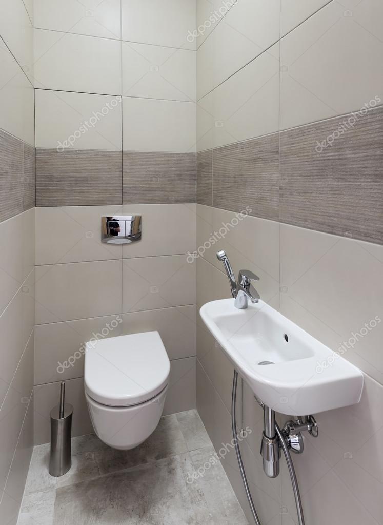 Moderne toilet interieur stockfoto yegorp 124750892 for Toilette moderne photos