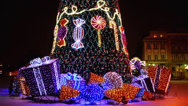 Vánoční strom poblíž Castle Square, Varšava, Polsko