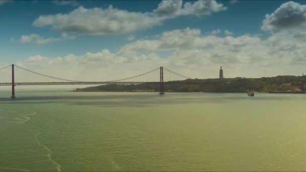 25 de Abril Bridge v Lisabonu, hlavní město Portugalska